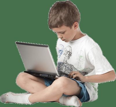 Enfant devant ordinateur